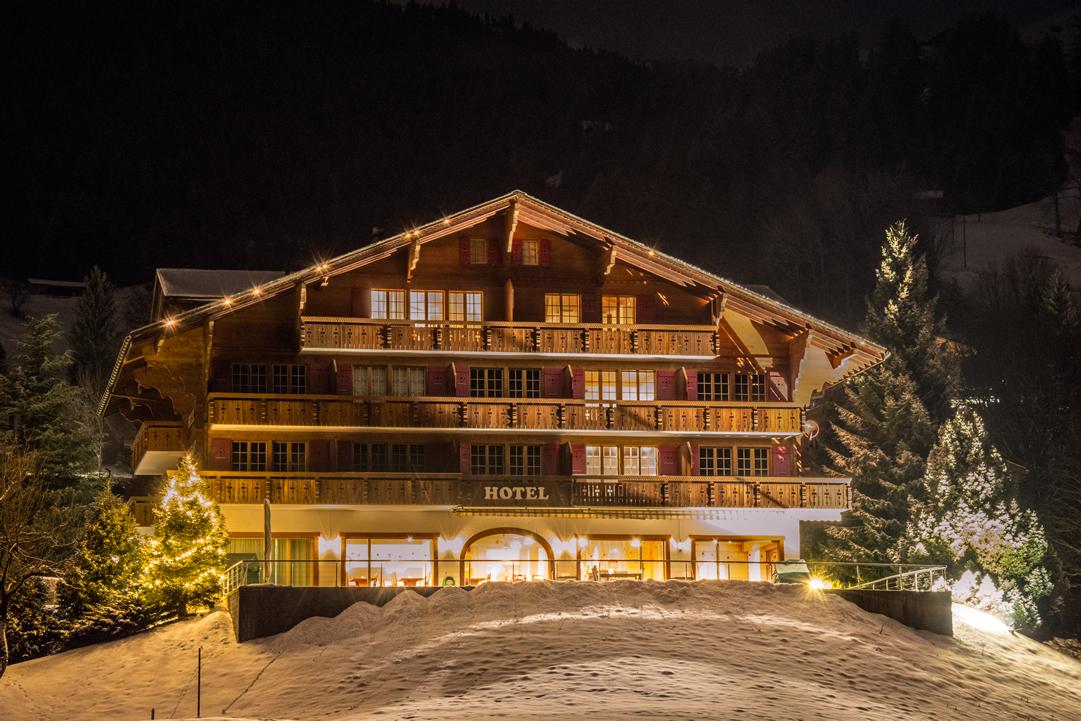 Hotel Gletscherblick Frontansicht im Winter